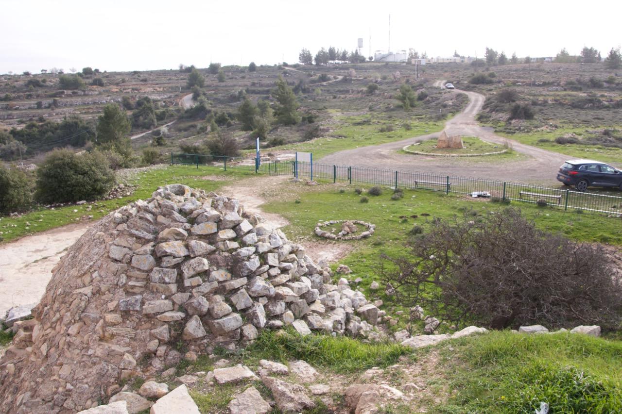 Foto de sobre a construção antiga que inclui uma mesquita e igreja
